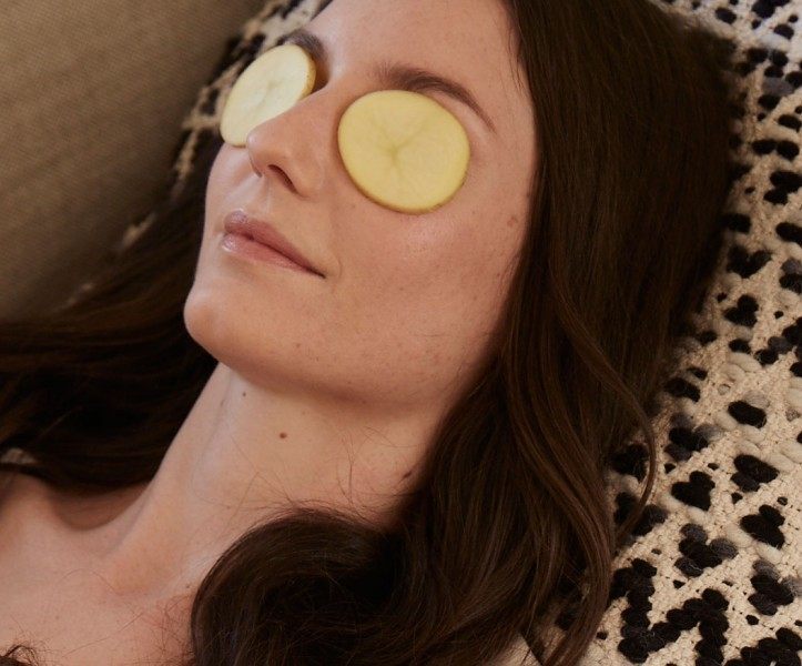 Reduce Eye puffiness with potatoes